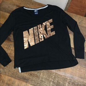 Women's Nike Graphic Long Sleeve Tee